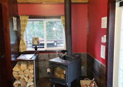cabins-in-golden-bc-adventure-chalet-hot-tub-02