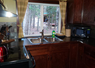 cabins-in-golden-bc-adventure-chalet-hot-tub-06