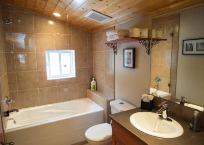 green-chalet-accommodation-golden-bc-master-bathroom