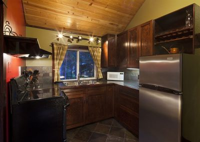cabins-in-golden-bc-adventure-chalet-hot-tub-15