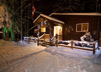 cedar-chalet-golden-bc-cabins-retreat-9