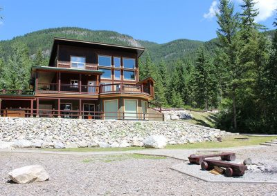 green-chalets-accommodation-golden-bc-07a