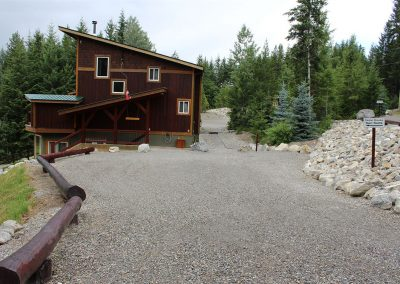 green-chalets-accommodation-golden-bc-54