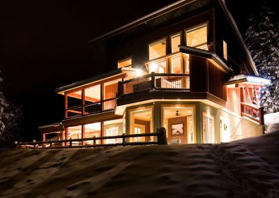 green-chalets-accommodation-golden-bc-at-night