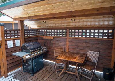 Cedar_House_Chalets_Golden_Accommodation_Cedar_Chalet_Deck (1)