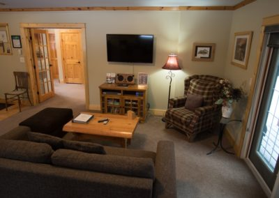 Cedar_House_Chalets_Golden_Accommodation_Cedar_Chalet_Living_Room (1)