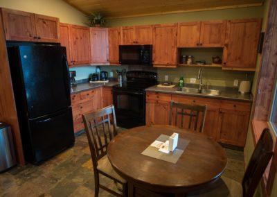 Cedar_House_Chalets_Golden_Accommodation_Dragonfly_Chalet_Kitchen (1)