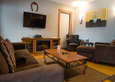 Cedar_House_Chalets_Accommodation_Golden_Living_Room (1)