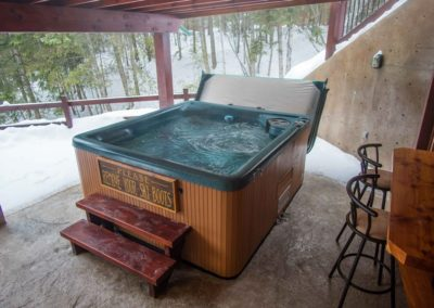 Cedar_House_Chalets_Accommodation_Golden_Private_Hot_Tub (1)