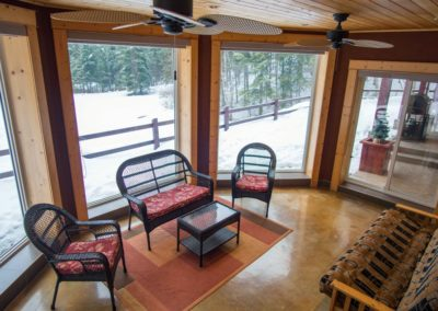 Cedar_House_Chalets_Accommodation_Golden_Sun_Room (2)