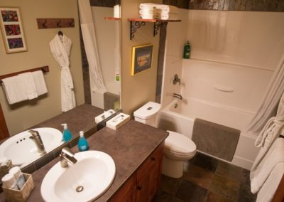 Cedar_House_Chalets_Golden_Accommodation_Mountain_View_Chalet_Bathroom (2) - Copy